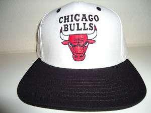 VINTAGE CHICAGO BULLS SNAPBACK HAT CAP WHITE/BLK JORDAN tisa