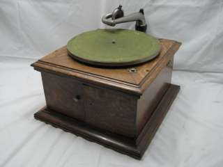 OAK VICTOR VICTROLA TALKING MACHINE TABLE PHONOGRAPH VV VI A RECORD