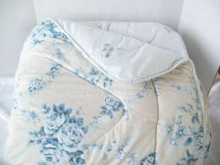 Comforter 85W x 91L Blue White Floral Tan SHABBY COTTAGE EUC