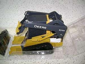 John Deere Model 323D Skidsteer 1/16 Scale