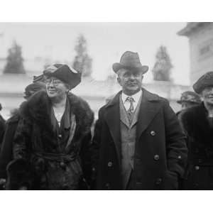 1923 photo Davis & Miss Mary Anderson, 1/12/23: Home & Kitchen
